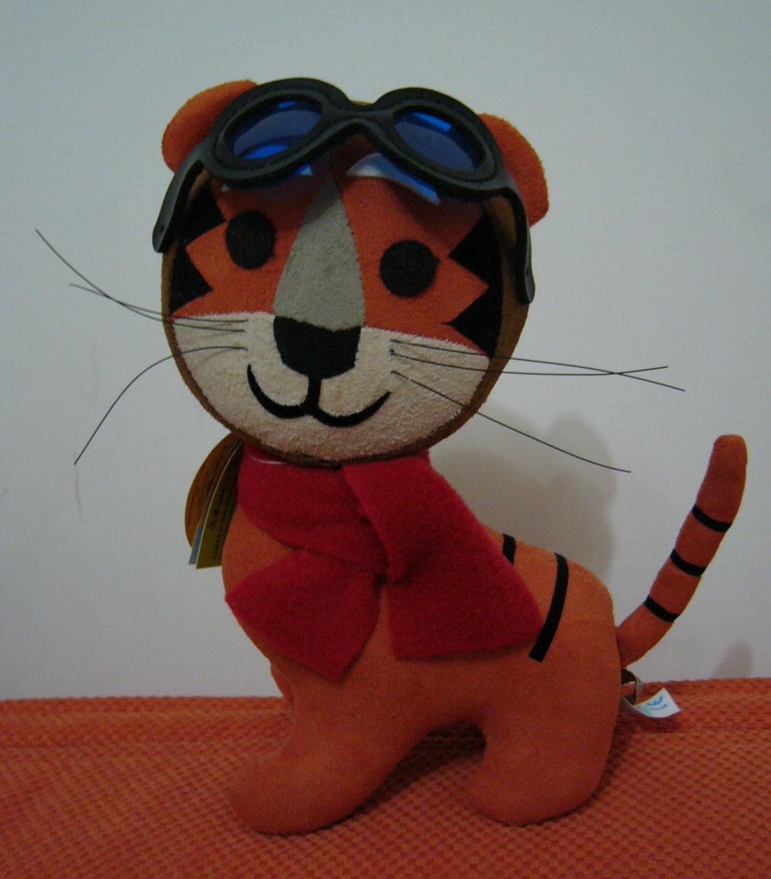 表情大全 小老虎萌 表情 > 可爱的小老虎装  可爱的小老虎装 (490x380