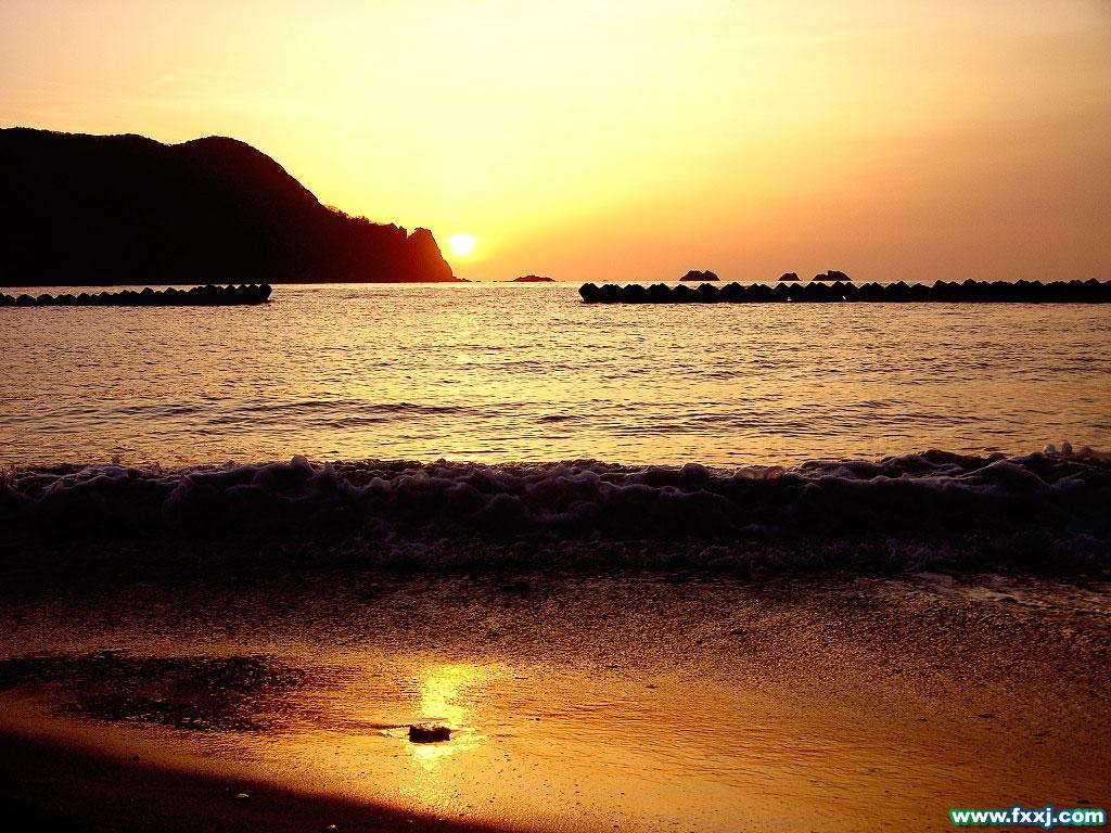 而海景别墅面向大海,或者依山傍海