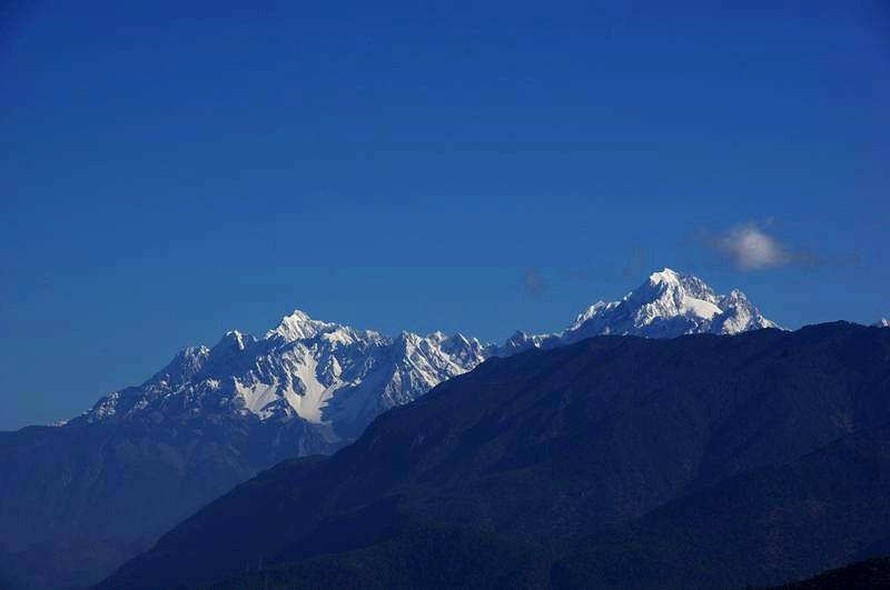 丽江 香格里拉/这是右翼的玉龙雪山的主峰扇 子峰
