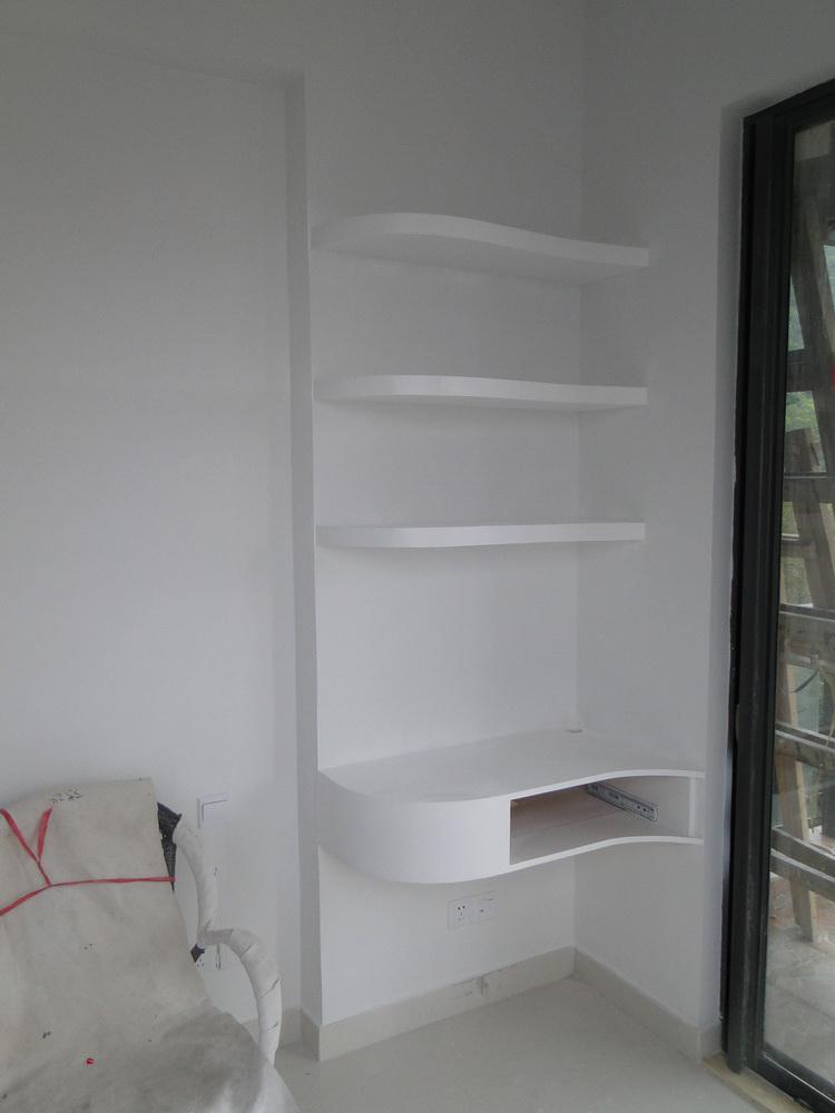 3,如果妆台书桌空间有限,可参考下图的设计.图片