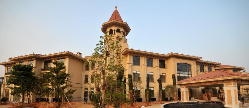 从建筑外立面来看,建筑为简约欧式风格