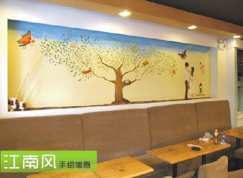 但手绘墙画毕竟不是批量生产的工业产品,手绘画师也是一份耕耘换来一