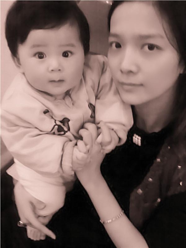 > 恋上黑白照 七个月宝宝