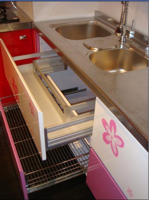 店面装修升级,有几套风格各异的全新橱柜 装修采购