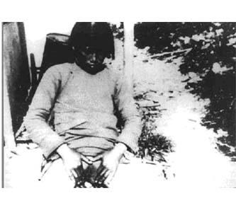 赵一曼用刑刀具时的图