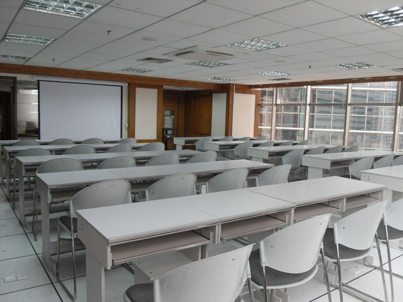 现有全新装修教室三间,每间教室均设有多媒体设备,布局合理