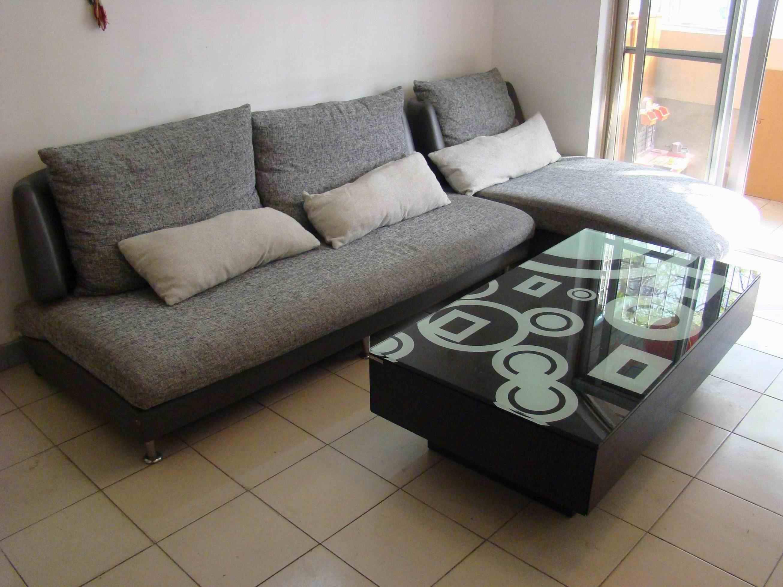 1,布艺沙发,灰麻质地,3个靠枕 3个腰枕,很素雅,09年金海马