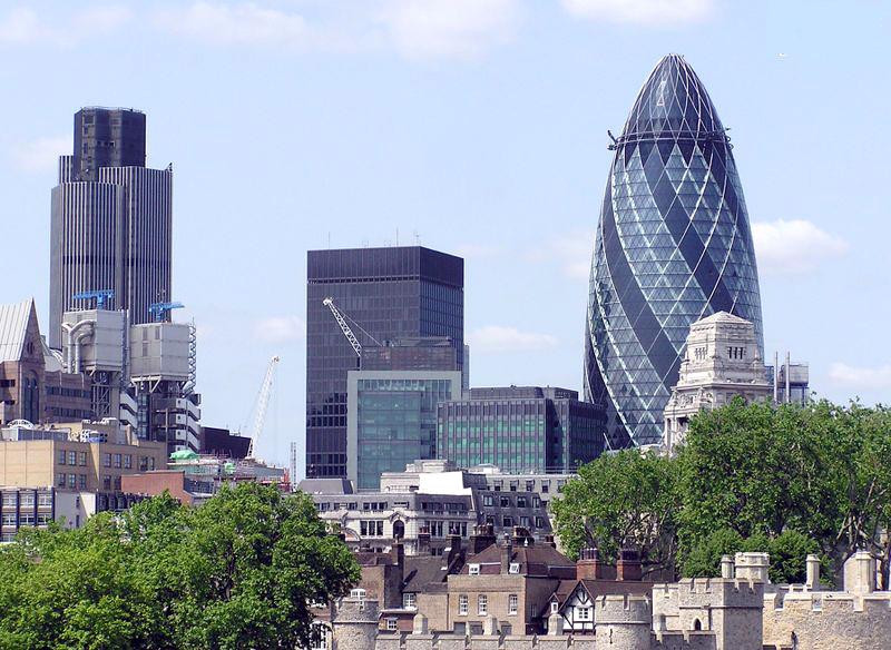 下图:伦敦的瑞士再保险塔成了伦敦的标志性建筑