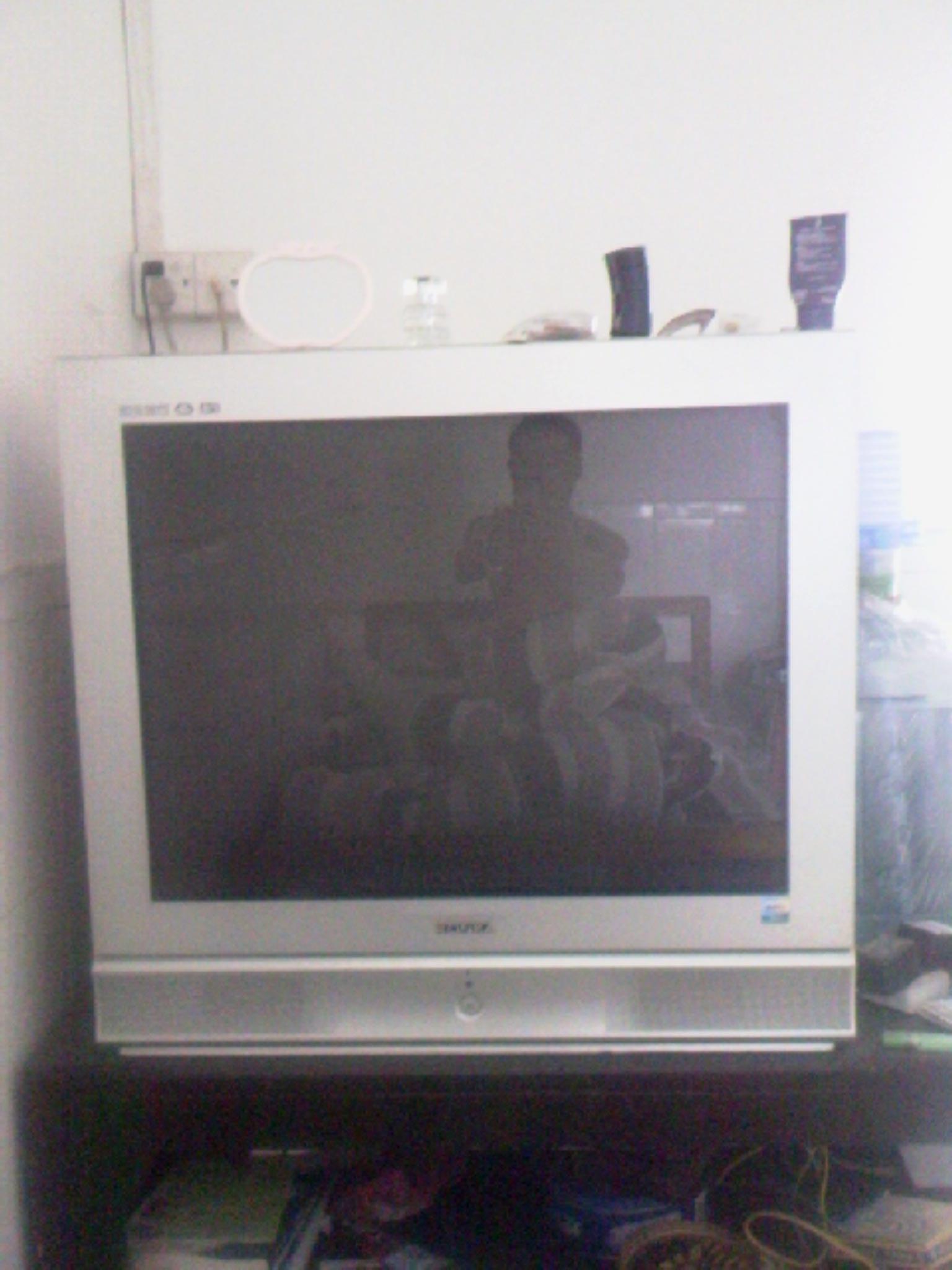 > [转让]出售康佳34寸彩色电视 500元不讲价送电视柜 有图