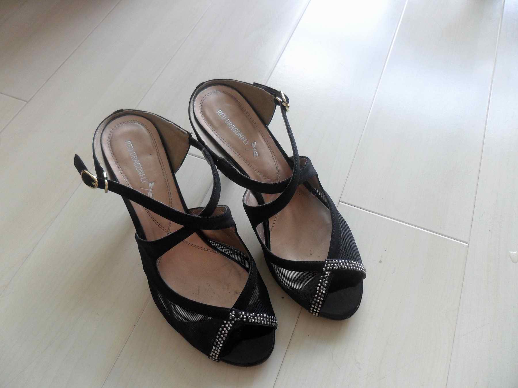 [交换]百丽红蜻蜓真皮凉鞋单鞋