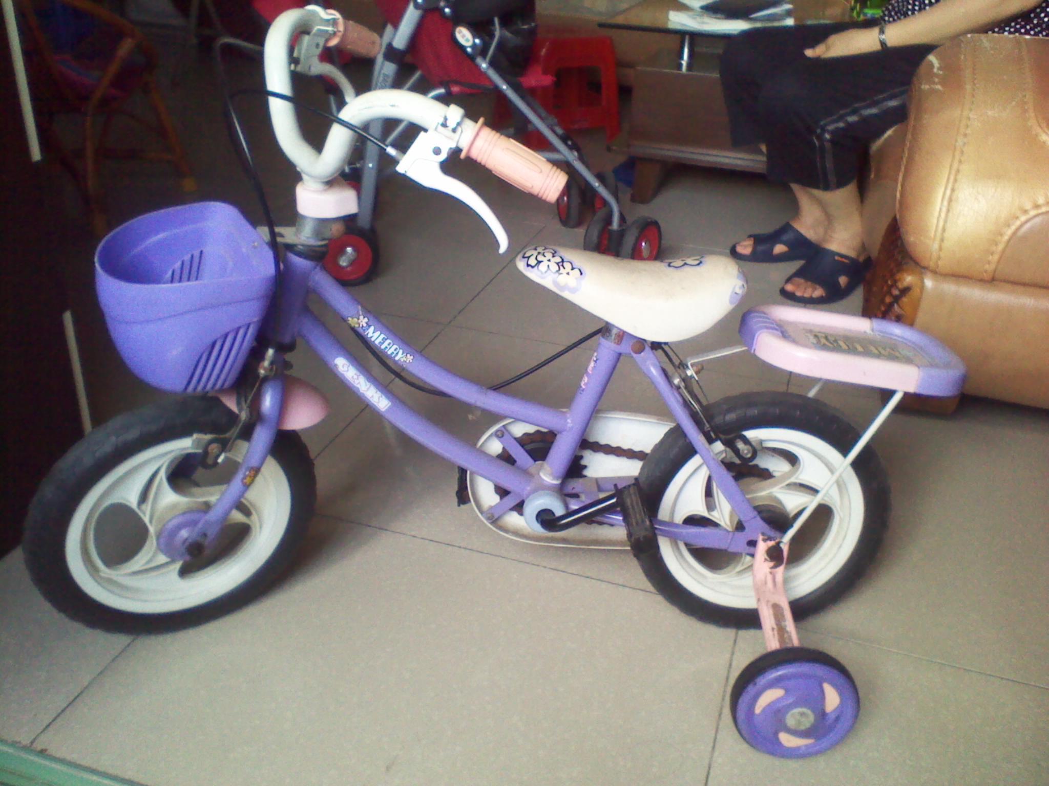 > [转让]闲置儿童自行车小推车扭扭车彩泥套装洗衣机无线麦克风缝纫机