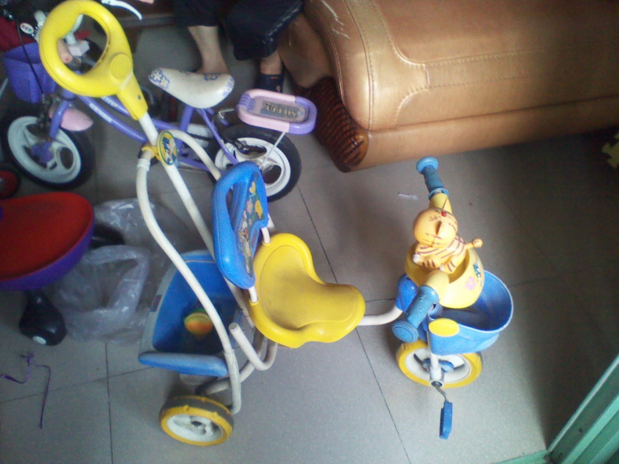 [转让]闲置儿童自行车小推车扭扭车彩泥套装洗衣机无线麦克风缝纫机蒸