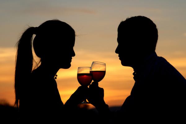 爱喝红酒的幸福新娘