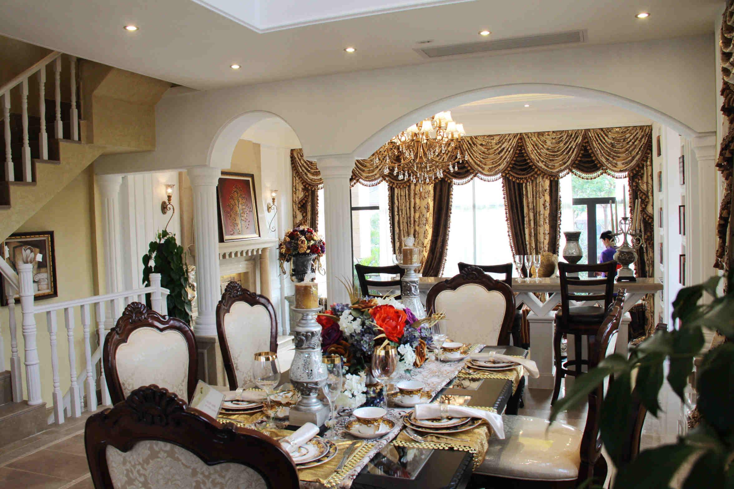 廚房門口看餐廳和客廳