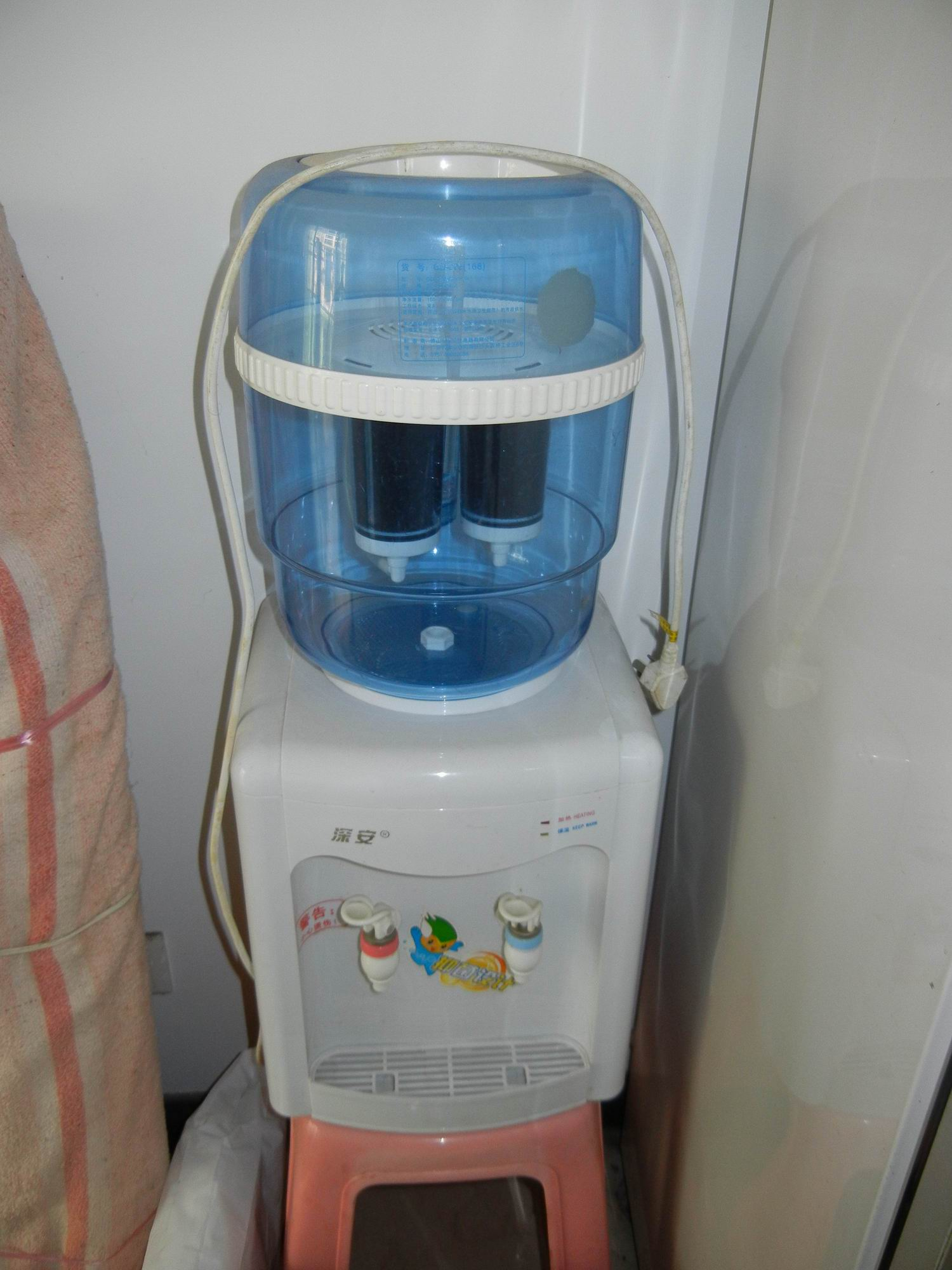 饮水机带净水桶的,全部加起来60元吧