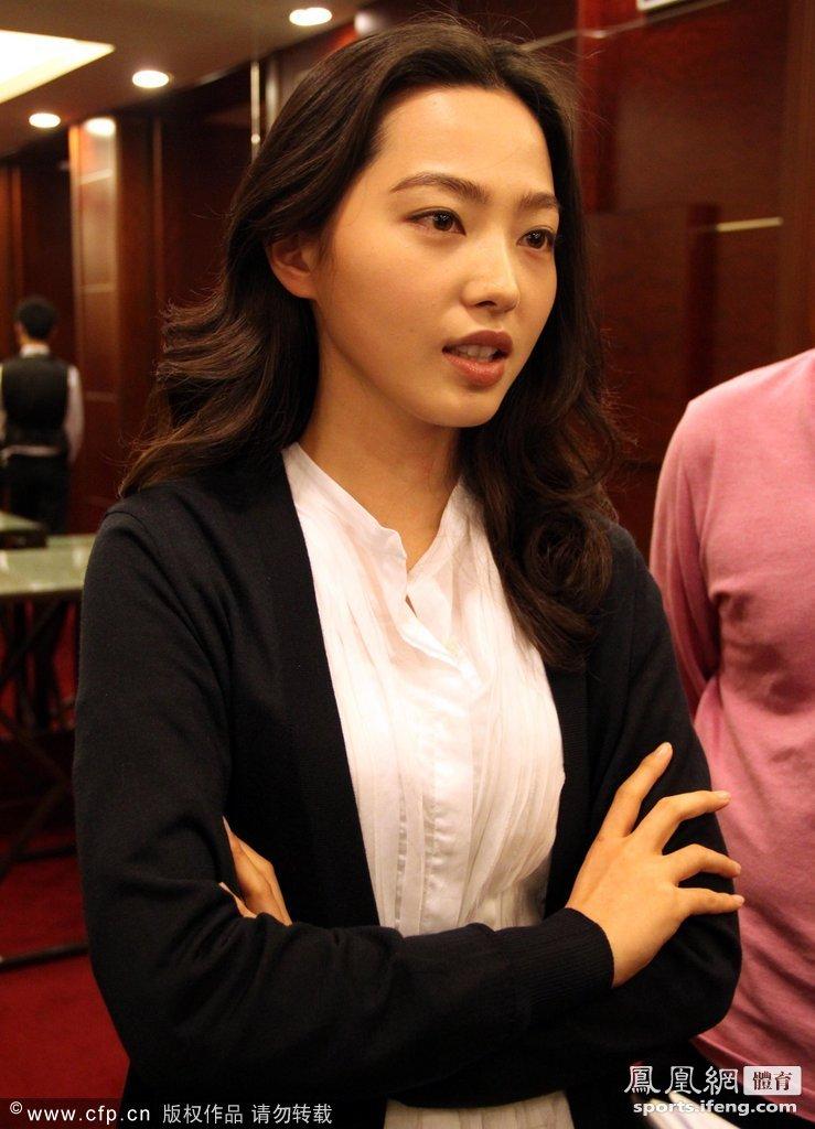 桌球美女潘晓婷pk韩国车侑图片