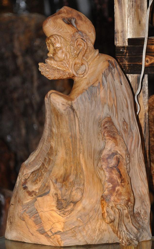 崖柏是长在悬崖上的木种