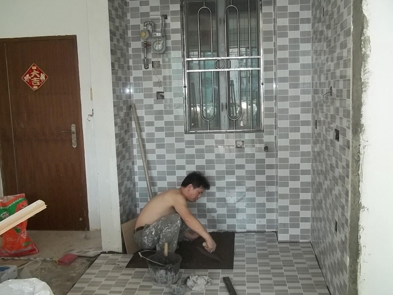 想给一个卫生间贴磁砖,请报价 深圳房地产 高清图片