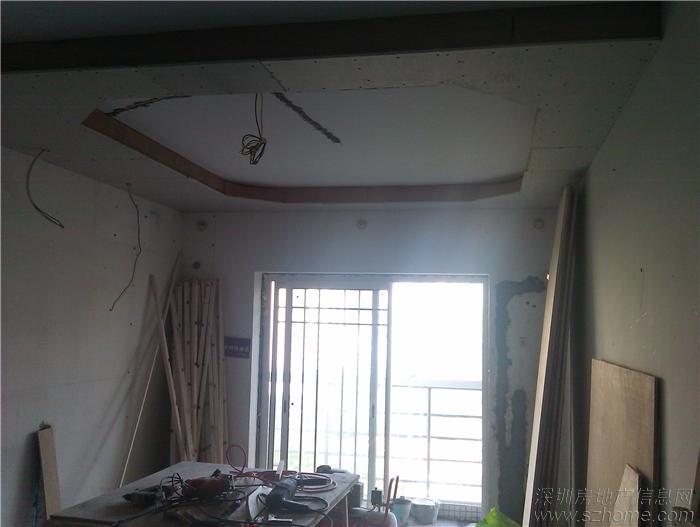 客厅重新做了造型吊顶