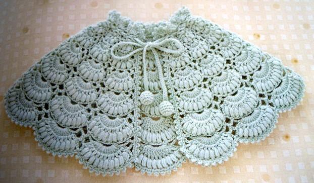 姥姥给宝宝手工编织的婴儿披肩和鞋