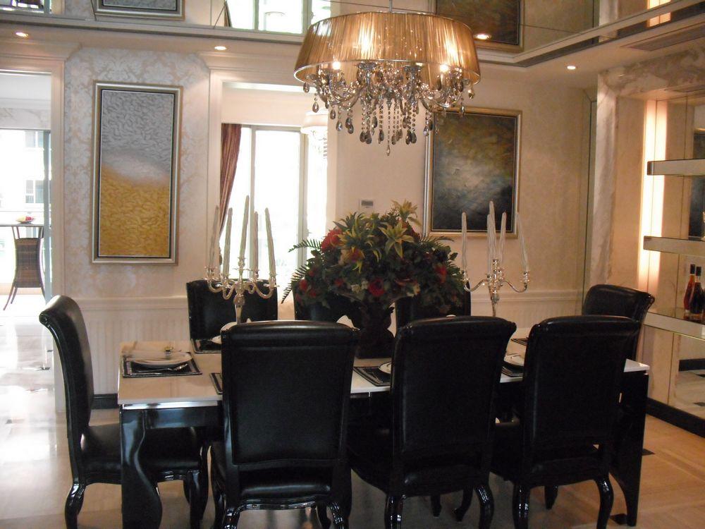发觉一般样板房的餐桌都是西式