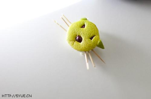 时尚 手工diy  > 娃教我做柚子皮小动物