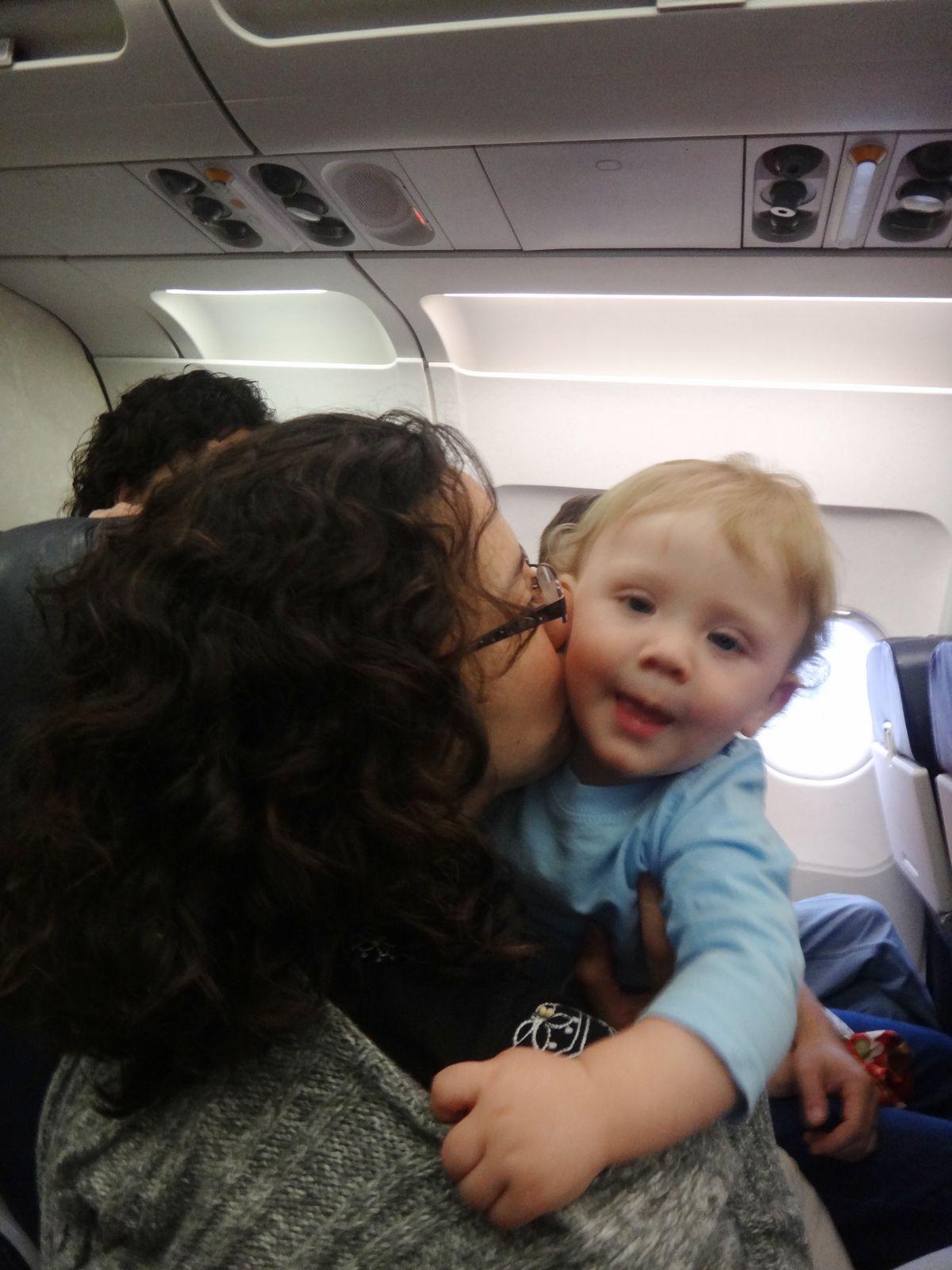 飞机上也有美国的小帅哥给我暗送秋波呢,本人还是挺惹外国小帅哥的哈