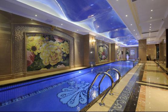 你家別墅擁有16米長私家室內恒溫泳池?